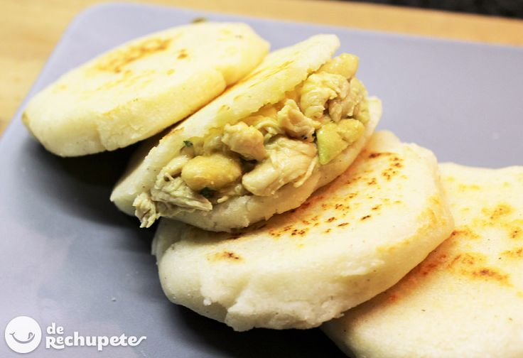 Os apetecen unas arepas al estilo colombiano? Rellenas de pollo, aguacate y plátano... deliciosas! http://www.recetasderechupete.com/arepas-rellenas-con-pollo/13129/ #receta
