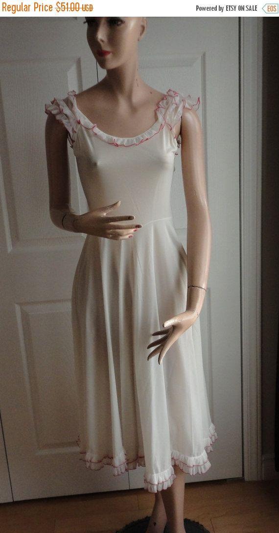 Verkoop Vintage vrouwen witte Nylon Tricot Peignoir instellen ijdelheid grootte Extra kleine rode accenten