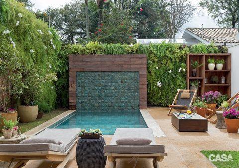 """""""Jardins verticais funcionam muito bem em áreas de estar, pois propiciam aconchego. Além disso, conferem profundidade e quase não ocupam espaço"""", Gigi Botelho"""