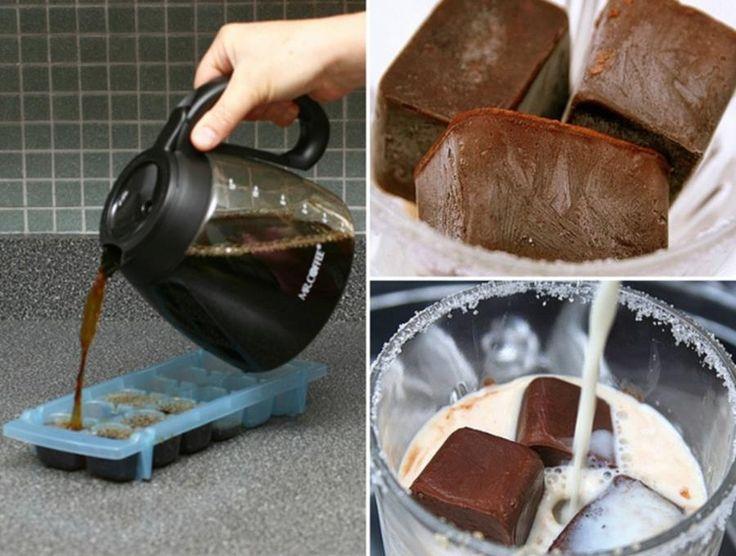 Café frappé avec des glaçons de café, genial
