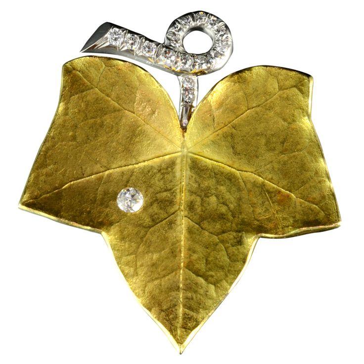 CARTIER Gold & Diamond Ivy Design Brooch / CARTIER Broche hiedra en oro y diamantes