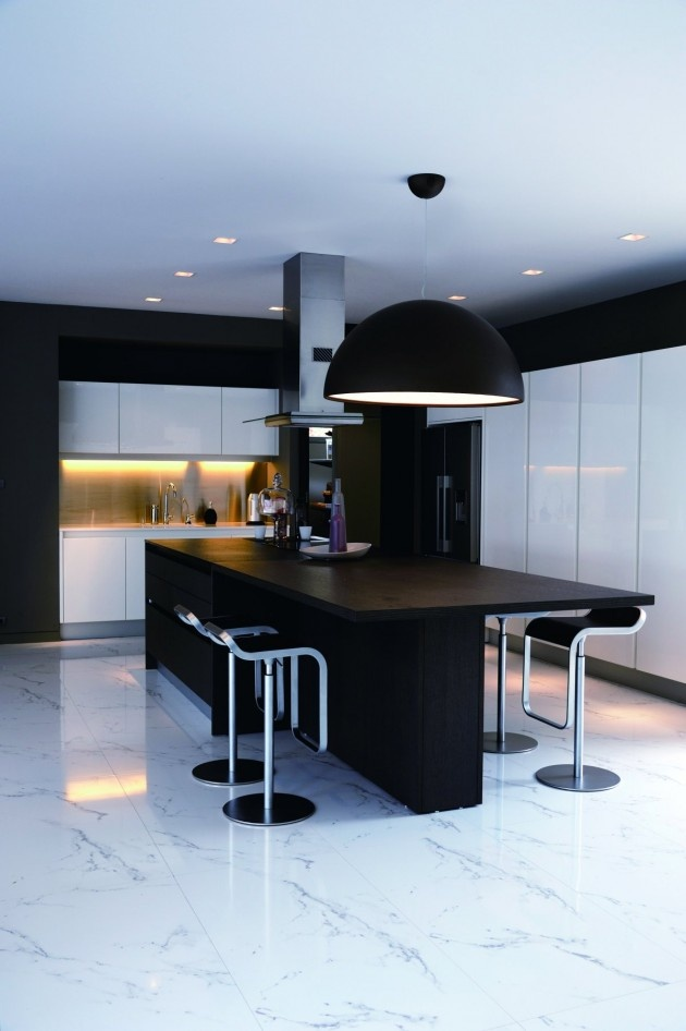 Baan Citta by THE XSS | #modern #home #interior #design #architecture #kitchen #dining #white #black