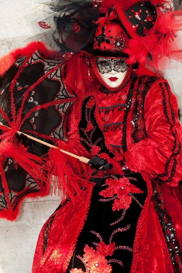 Carnivalesque hat, parasol all in red & black