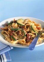 Tagliatelle met gehakt, gedroogde tomaten en courgette recept