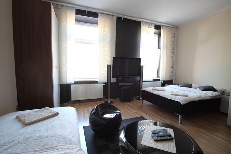 Apartament Kremowy Sypialnia łóżko podwójne i pojedyncze. http://www.rainbowapartments.pl/apartament-kremowy/