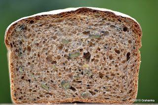 Chleb pszenny razowy, z nasionami dyni i czarnuszki