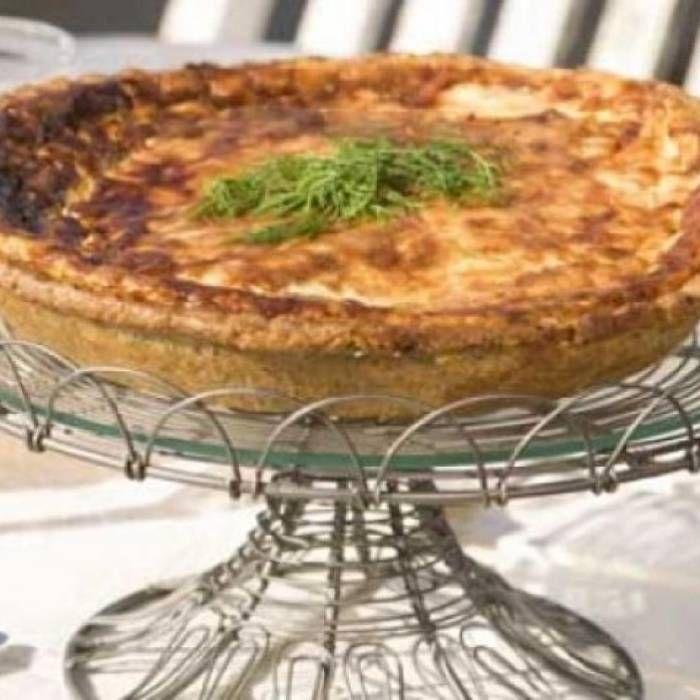 Västerbottenpaj är en älskad klassiker. Här är ett recept på en riktigt god och krämig västerbottenpaj.