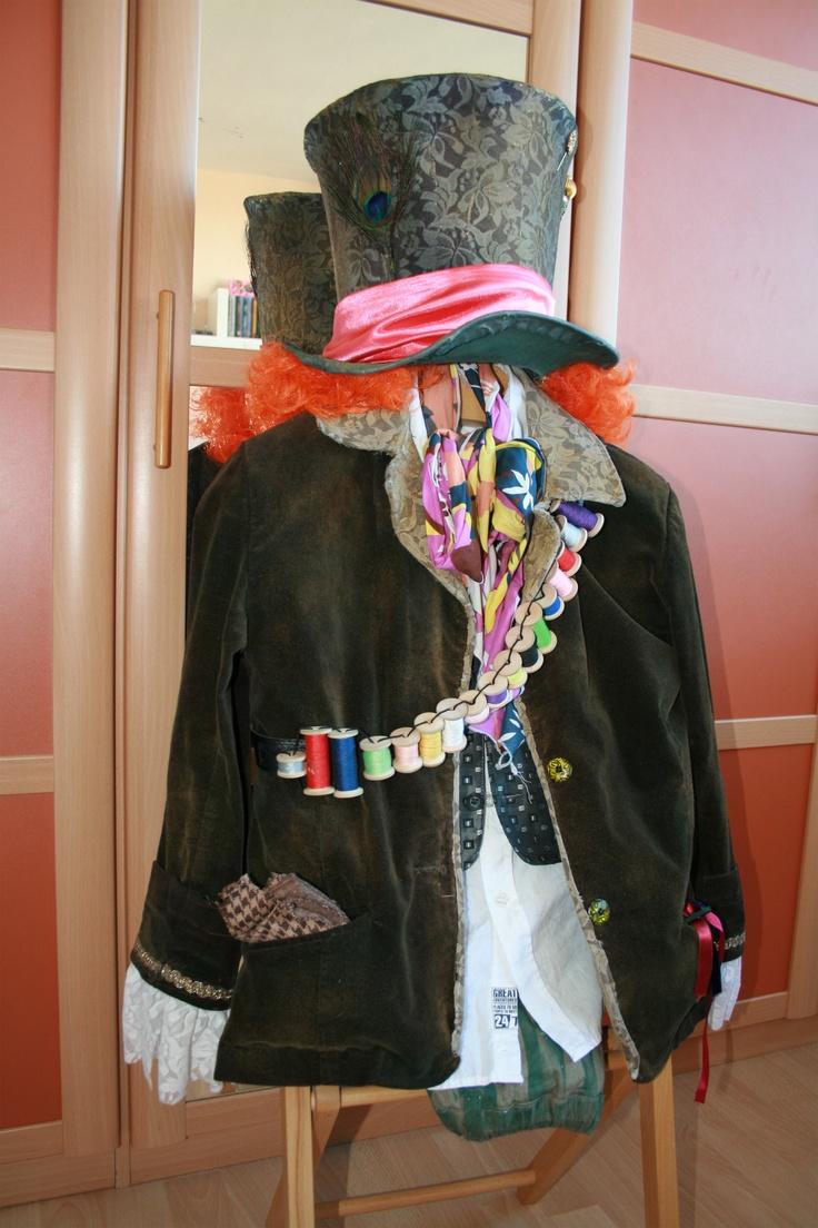 Zelfgemaakt Mad Hatter kostuum.