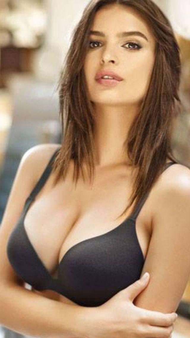 Alexia Landeau Nude Photos 32