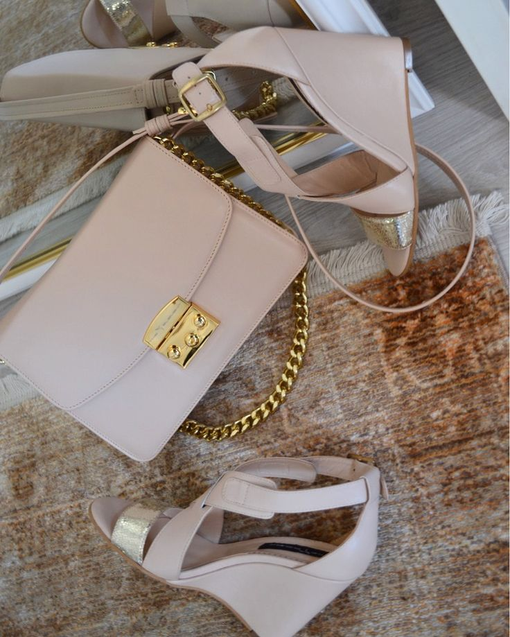 Perfect Match  @The 5th Element  #the5thelementshoes #the5thelementbags #clunetshowroom #rose  #leather #sandals #gold #pumps #springsummer #collection #bags #white
