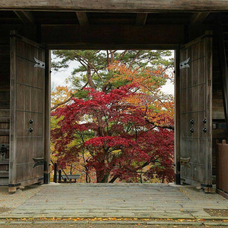 Image Created By @nikuokue - Welcome to fall. #秋田 #秋田県 #秋田市 #秋田旅行 #akita #カメラ好きな人と繋がりたい #お写んぽ #散歩 #お散歩 #昭和 #単焦点 #カメラ初心者 #城 #一人旅 #ひとり旅 #もみじ #紅葉 #観光 #土曜日の小旅行 #photobooth #phototheday #japantrip #japanstyle #japanfocus #japantour #japan2016 #japanesegarden #japan_daytime_view #fallingleaves