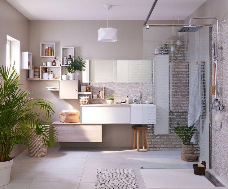 Une salle de bains avec une douche à l'italienne zen