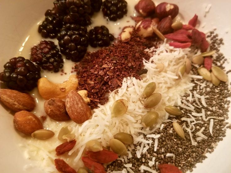 OATS, OATS AND ... OATS !  this time with goji berries pumpkin seeds,  shredded coconut, almonds and berries. For the oats I use almond milk, unsweetened.   Enjoy!