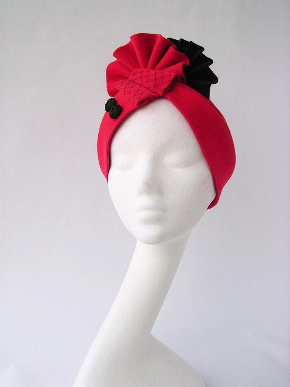 Turbante cappello velluto rosso e nero in stile art deco dell