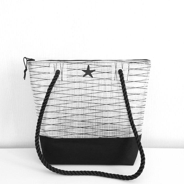 sac en voile de bateau recyclée noir et blanc : Sacs à main par l-etoile-de-mer