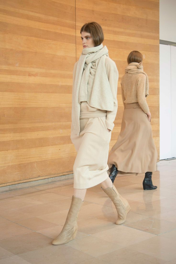 15. Knotted dress in virgin wool and angora gauze / Asymetrical scarf in knitted yak wool / Boots in calf leather