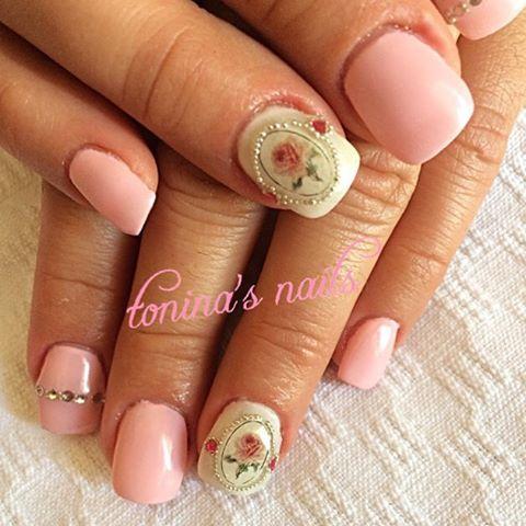 #nail#nails#nailart#nailbling#nailpolish#nailcreation#art#polish#mani#manicure#shellac#shellaccreation#gel#gelnails#frenchnails#frenchmanicure#fashion#toninasnails#girl#glitter#naildesign#nailstagram#nailsoftheday#nailswag#rose#rosenails