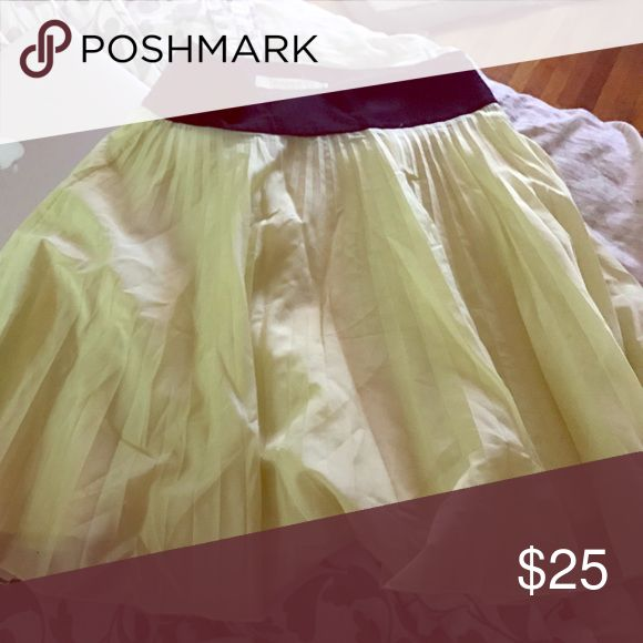 Reiss skirt It's thin yellow green color and black waistline Reiss Skirts