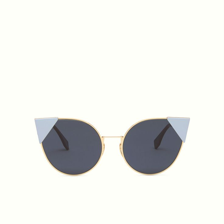 Lei sunglasses with a light and minimal frame in metal with pink gold finish.