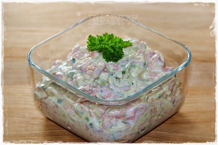 Fleischsalat   (Brotaufstrich)     1 dicke Zwiebel     4 Sek./St.5      1 EL Öl     3 Min./Varoma/St.1      250 g Fleischwurst mit Knob...