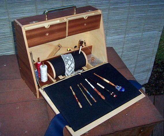 bobbin chest - from https://picasaweb.google.com/cajaevalon/BolillerasYMaterialVariado?noredirect=1#5385937677654968114
