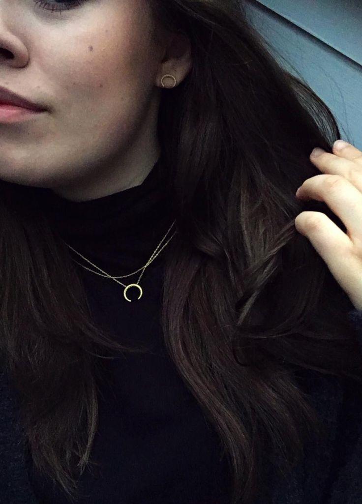 Tuesday  #Hvisk #Hviskstylist #Jewelry #Jewellery #Style #Stylist #Inspiration #Inspo #Art #Collage #Fashion ##OOTD #Outfit #Gold #silver #Rhodium #Diamonds #Diamond #Necklace #Ring #Bracelet #Retro #Autumn #Winter