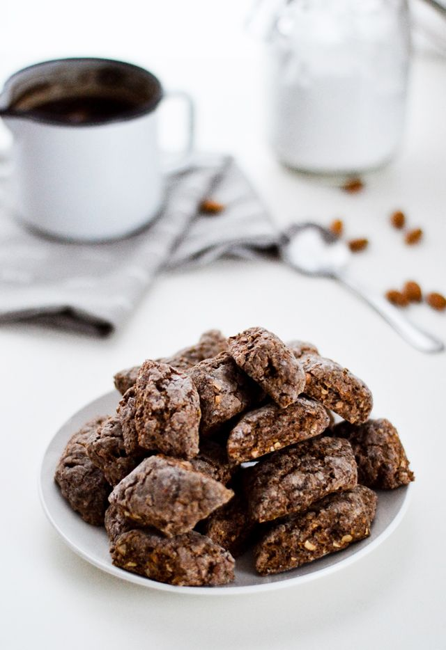 An Italian classic. Castagnelle (crunchy almond cookies) are vegan, chocolaty and delicious. Recipe calls for coffee which gives them extra punch.