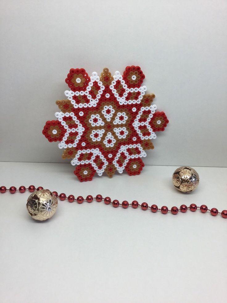 Kerst ornament, kerst Mandala, Hama parels, home deco, pixelart, perler kralen, achtbaan, tafelblad deco, perler coaster, kralen door TCAshop op Etsy https://www.etsy.com/nl/listing/279115886/kerst-ornament-kerst-mandala-hama-parels