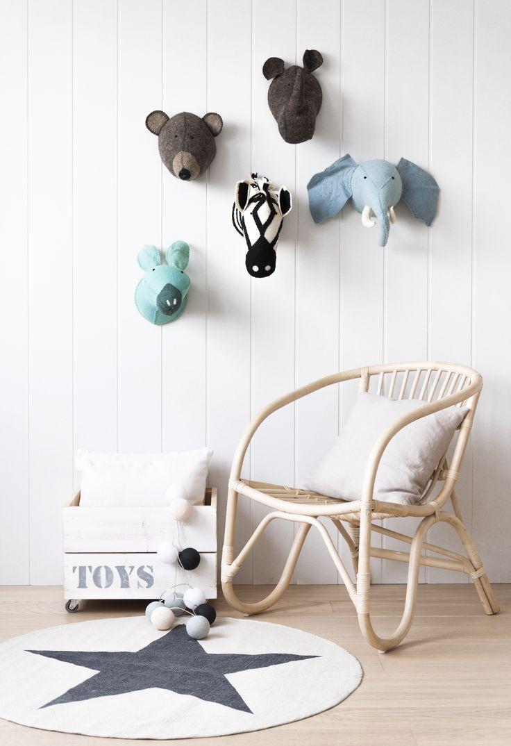 ¿Quieres llenar la habitación de los peques con un montón de animales muy divertidos? Han llegado a Kenay Home los nuevos trofeos de peluche. Disponible en cuatro modelos diferentes: Elefante, burro, cebra, rino, oso y milo elefante.  #kenayhome #decokids #inspiration