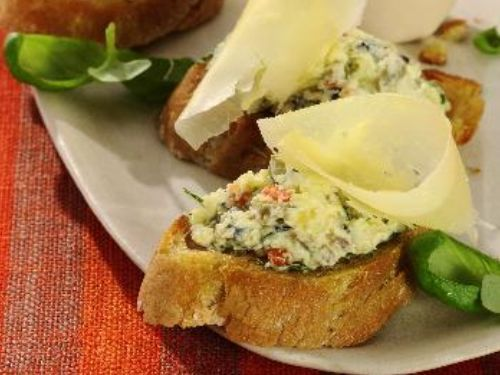 Bruschetta mit Sbrinz-Oliven-Creme