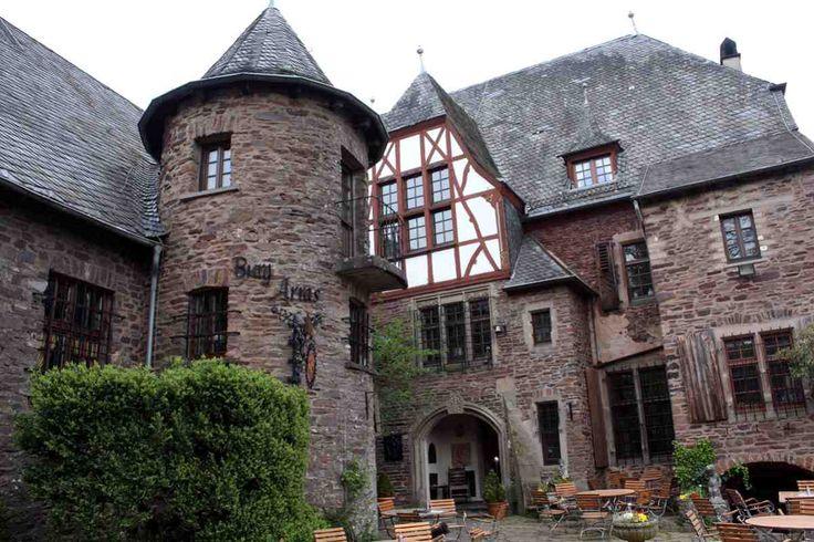 Kennt Ihr schon die Burg Arras an der Mosel?  #burg #arras #burgarras #mosel #alf