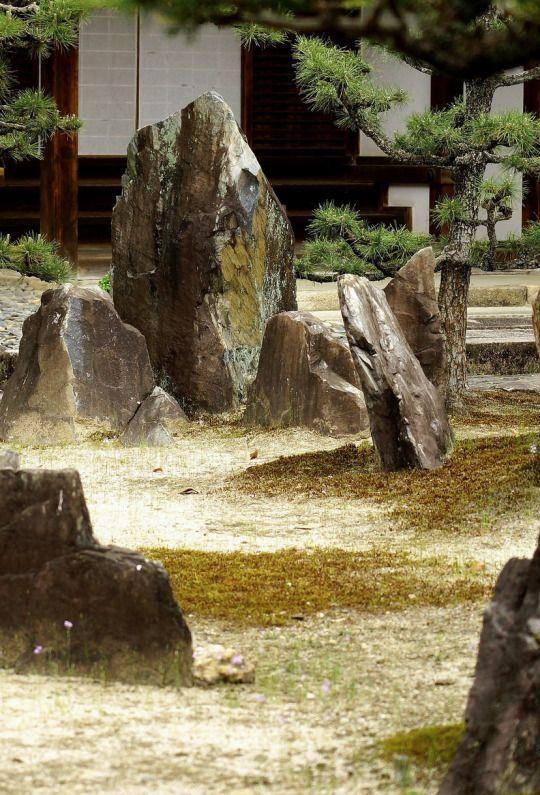 Rock garden at Kousyou-ji temple, Kyoto, Japan. Photography by Nobuhiro Suhara on Flickr