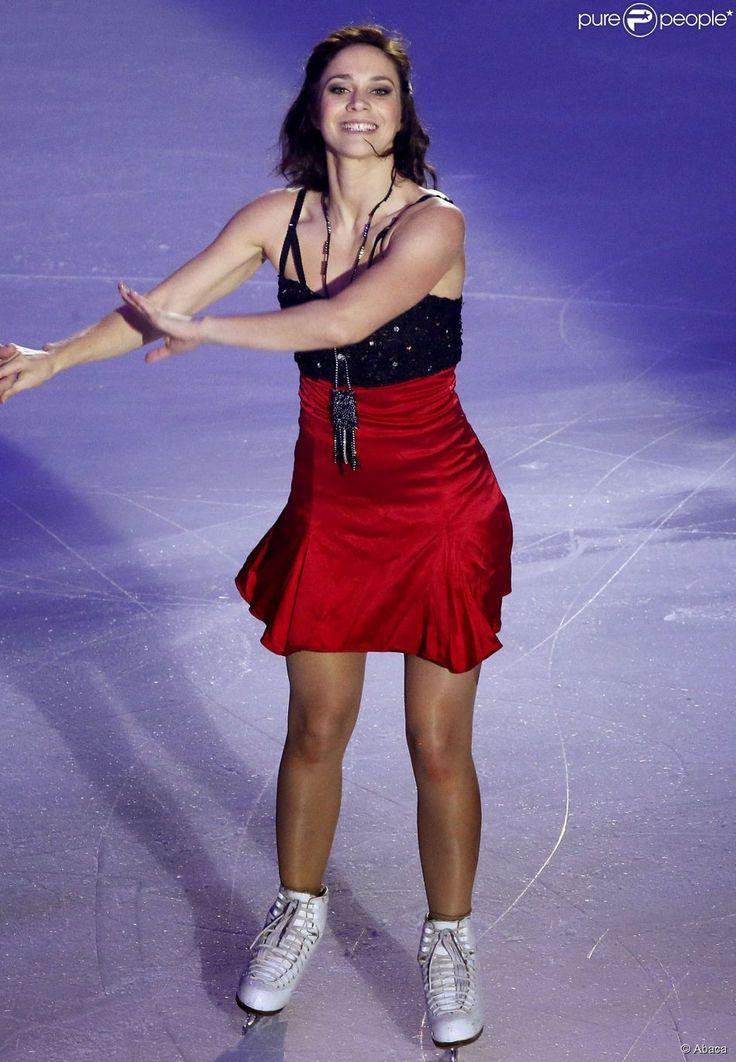Nathalie Péchalat se produit hors compétition dans le cadre du Trophée Eric Bompard, à Bordeaux, le 21 novembre 2014.