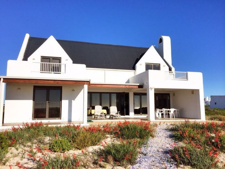 Sundara Strand Villa - Sundara Strand Villa is an oasis of peace situated right on the beach, in the small town of Dwarskerbos.  It is approximately 150 km north of Cape Town, along the West Coast.  This self-catering house ... #weekendgetaways #dwarskersbos #southafrica