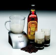 Es un licor de café mexicano, bien conocido en el mercado internacional por su textura densa y sabor dulce, con un distintivo aroma y sabor a café, y un suave aspecto de barniz natural. Allied Domecq produjo Kahlua en México desde 1936 hasta que la compañía fue practicamente adquirida en 2005 por Pernod Ricard, segundo productor más grande de licores en el mundo