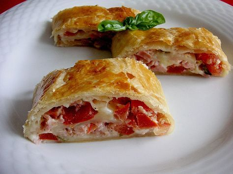 Schinken - Tomaten - Mozzarella - Strudel, ein sehr leckeres Rezept aus der Kategorie Snacks und kleine Gerichte. Bewertungen: 170. Durchschnitt: Ø 4,3.