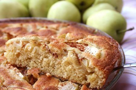 Omenapiirakka on klassikko, joka ei petä! Tsekkaa resepti kuvan takaa.