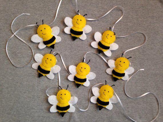 Bumble Bee Spring Garland In Felt Felt Crafts Easter Crafts