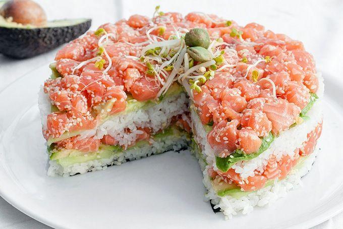 Суши-торт. Готовим дома вкусный и необычный суши-торт. Простой рецепт приготовления суши-торта. Как самому приготовить суши торт с крабовым мясом и рыбой.