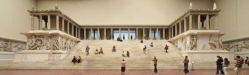 Altar de Zeus de la ciudad de Pérgamo (Grecia). Museo de Pérgamo. Y la anécdota de las tres wikingas que nos siguieron toda la mañana.