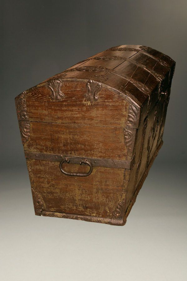 18th Century German Immigrant 180 S Trunk In Oak With Iron