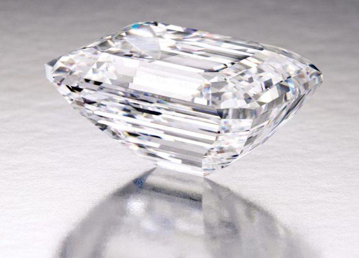 Tento 100,20-karátového D, IF klasický smaragd-cut diamant bude vydražen Sotheby 21. dubna v New Yorku