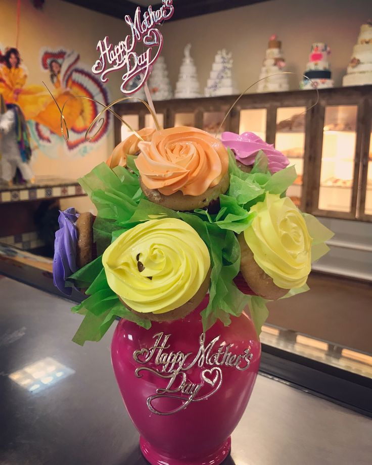 MOTHERS DAY CUPCAKE BOUQUET from EL BOLILLO BAKERY in HOUSTON TX #houston #bakery #elbolillo #elbolillobakery #bolillo #local #pandulce #panaderia #pan #bread #cake #pasteleria #pasteles #tresleches #treslechescake #minicake #heartcake #heart #cakes #bake #flowercake #yellowcake #pinkcake #concha #empanada #mexicanfood #mexicandessert #mexican #hispanic #dessert #breakfast #party #fiesta #mothersday #mother #diadelasmadres #madre #diademadre #bouquet #cupcake #chocolate #cupcakes…