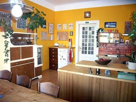 starý kredenc součást kuchyně - Hledat Googlem