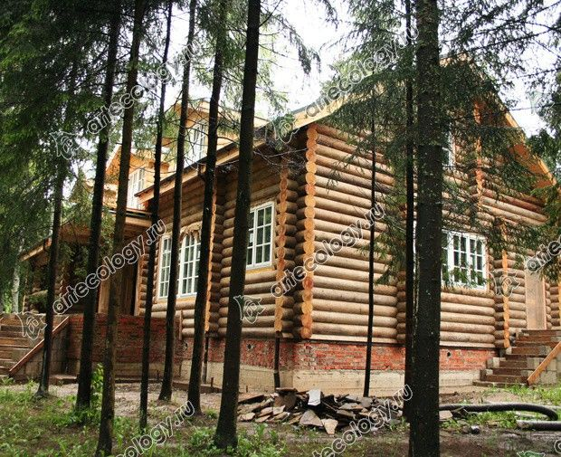 Реконструкция дома из лиственницы 2012 год. До реконструкции вид с торца.