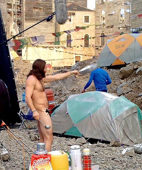 http://www.usmagazine.com/celebrity-body/news/jake-gyllenhaal-dances-naked-bangs-pans-film-bizarre-pictures-2014113