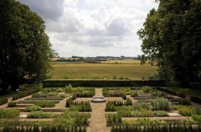 Formal herb garden at Dragsholm Slot in Denmark  http://www.visit-denmark.dk/NR/rdonlyres/EA197151-D190-42C1-A0FD-A15A32141CA3/0/15_707_14594.jpg