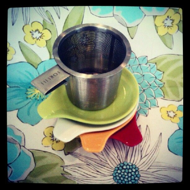 A tea strainer for any cup, paired with cute lily plates:)  #Soirette #tea