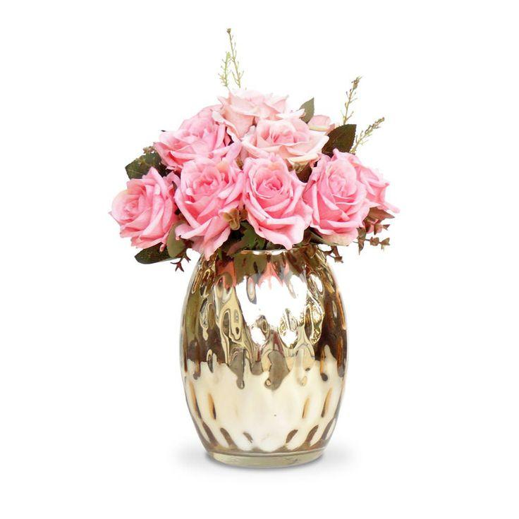 Arranjo de flores artificiais rosas em seda importada  com corte a laser e vaso espelhado dourado,uma composição sofisticada e romântica. O vaso em vidro dourado traz o diferencial na composição do arranjo.  Vamos decorar a casa, escritório e etc, com este lindo acessório decorativo ? As flores e folhas podem ser higienizadas. O arranjo de flores artificiais Rosas pode ser levado a mesa sem interferir no cheiro da comida.  Excelente para os alérgicos.  Incontestável em durabilidade comparada…
