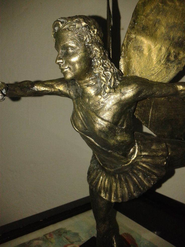 Una bella hada de epoxica inspirada en pasos de ballet, 42 cm de altura